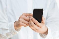 使用一个流动智能手机的人 库存图片
