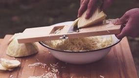 使用一台木圆白菜切菜机,如何做传统德国泡菜使用一台木圆白菜切菜机如何做德国泡菜 股票录像