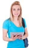 使用一种有触觉的片剂的年轻白种人学生女孩 免版税图库摄影