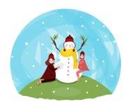 使用与一个雪人的一件五颜六色的帽子和温暖的外套的滑稽的矮小的小孩女孩 户外孩子戏剧在冬天 皇族释放例证