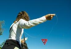 使用与一只红色风筝的中古时期妇女 库存图片