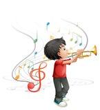 使用与喇叭的一个有天才的年轻男孩 库存照片