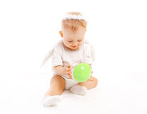 使用与在白色的玩具的甜婴孩 免版税库存照片