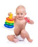 使用与在白色的金字塔玩具的逗人喜爱的小男孩 库存照片