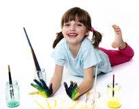使用与颜色的愉快的小女孩 免版税库存照片