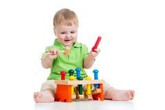 使用与在空白背景的玩具的男婴 图库摄影