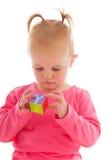 使用与块的小孩女孩 免版税库存照片