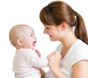 使用与她的女婴的爱恋的母亲 免版税库存图片
