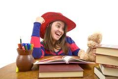 使用与她的玩具的愉快的女孩,在她完成了她的家庭作业被隔绝后 图库摄影