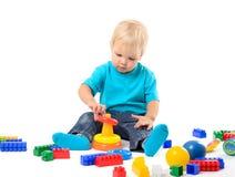 使用与教育玩具的逗人喜爱的孩子女孩 库存图片