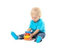 使用与教育玩具的逗人喜爱的孩子女孩 免版税库存照片