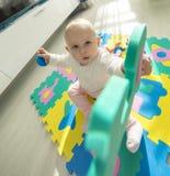 使用与泡沫难题的婴孩 免版税库存照片