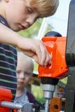 使用与玩具工具的孩子 免版税图库摄影