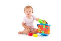 使用与玩具的可爱的女婴 免版税库存照片