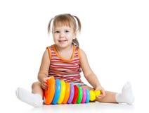 使用与玩具的小女孩孩子 图库摄影