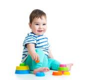 使用与玩具的微笑的婴孩 库存照片