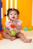 使用与球的中国女婴 免版税图库摄影