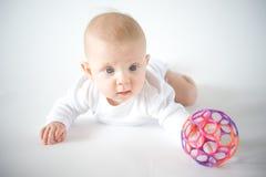 使用与球的婴孩 库存图片