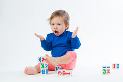 使用与的小孩在白色背景切成小方块 免版税库存照片