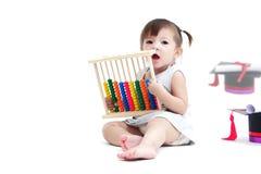 使用与算盘的可爱的孩子 免版税库存照片