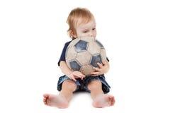 使用与足球的男婴 查出在白色 库存图片