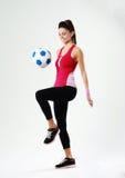 使用与足球的年轻微笑的妇女 库存照片