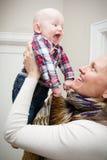 使用与婴孩的妈妈 免版税图库摄影