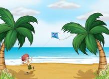 使用与他的风筝的一个年轻男孩在海滩 库存照片