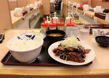 使用传统日本味噌调味料的可口日本料理 库存图片