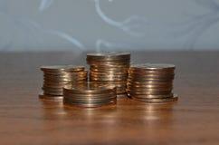 使用俄国硬币 免版税库存照片