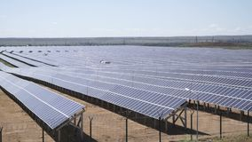 使用光致电压的模块的太阳能发电厂 影视素材