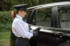 使用关键flob的专业司机打开车门 库存照片