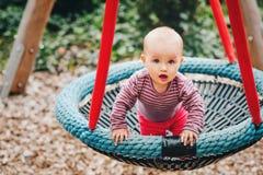 使用可爱的女婴外面 库存图片