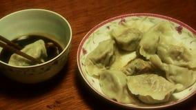 使用吃饺子,传统春节可口食物的筷子 股票视频