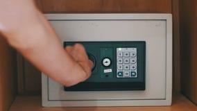 使用和开型代码现代安全和出去可贵的纸和文件 股票录像