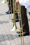 使用在一个大乐队的伸缩喇叭 免版税库存照片