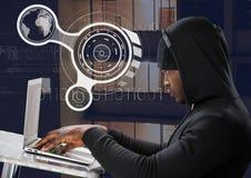 使用在一张桌上的黑客侧视图一台膝上型计算机在数字式背景前面 库存照片