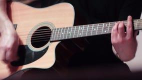 使用在一把声学吉他 影视素材
