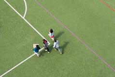 使用在中国学校体育场大角度视图的孩子 库存照片