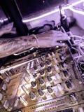 使用在俱乐部的DJ,庆祝满月党,酸值阁帕岸岛,素叻他尼,泰国,2019年1月 图库摄影
