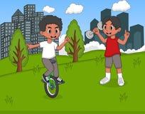 使用在公园动画片的孩子 免版税库存图片