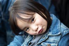 使用在公园的可爱的矮小的亚裔女孩 库存图片