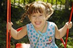 使用在公园的女婴 免版税库存照片
