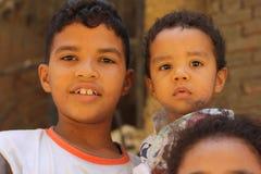 使用在吉萨棉,埃及的有些男孩画象  免版税库存照片