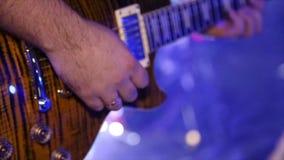 使用在吉他特写镜头 股票视频