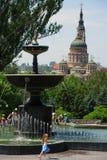 使用在喷泉的孩子在哈尔科夫,乌克兰 库存照片