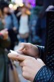 使用在城市的一个电话 免版税库存图片