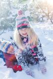 使用在大雪的孩子在冬天 图库摄影