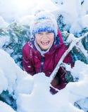 使用在大雪的男孩在冬天 免版税库存图片