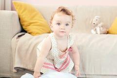 使用在屋子里的美丽的婴孩 库存照片